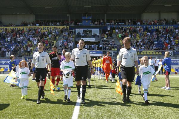LEEUWARDEN , voetbal, 08-05-2016 , Eredivisie , seizoen 2015 - 2016 , Cambuur Stadion , SC Cambuur - Excelsior ,  line-up met o.a. arbiter Dennis Higler